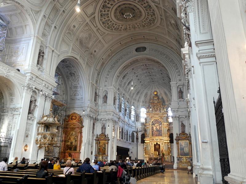 ミュンヘン レジデンツ  グロット宮殿 ニンフェンブルク城 アザム教会 旧植物園 聖ミヒャエル教会(St. Michael Kirche)@München