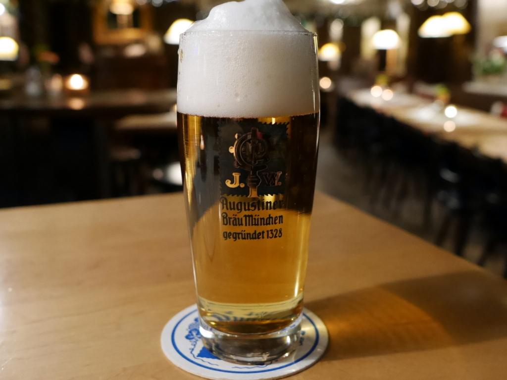 """ミュンヘン 美味しいミュンヘン ビール ドイツ料理 レストラントルコ料理 ミュンヘンのビール """"Augustiner Bräu"""" @Liebighof"""