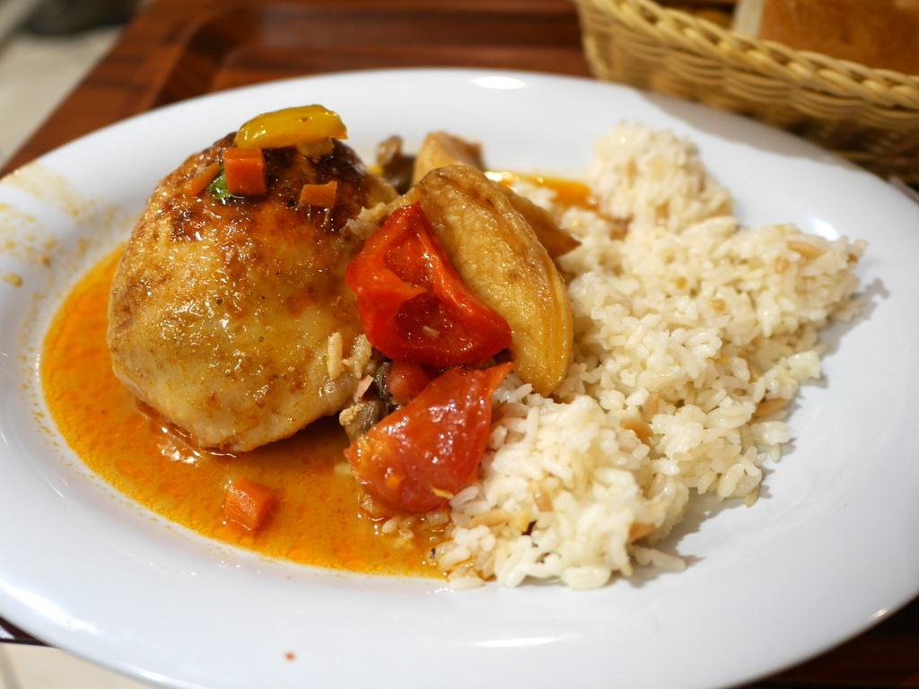 ミュンヘン 美味しいミュンヘン ビール ドイツ料理 レストラントルコ料理 鶏のロースト @Altın Dilim