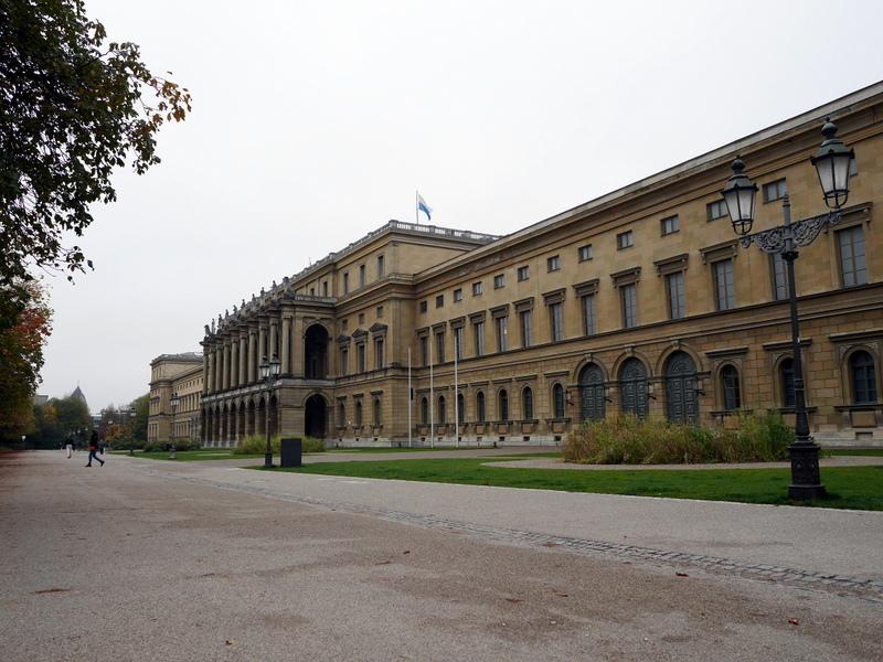 ミュンヘン レジデンツ  グロット宮殿 ニンフェンブルク城 アザム教会 旧植物園 コンサートホール、ヘラクレス・ザール側のレジデンス外観@Residenz München