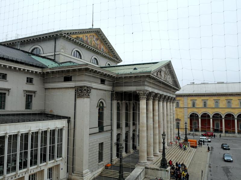 ミュンヘン レジデンツ  グロット宮殿 ニンフェンブルク城 アザム教会 旧植物園 ミュンヘンレジデンツの中から見えるバイエルン国立歌劇場@Residenz München