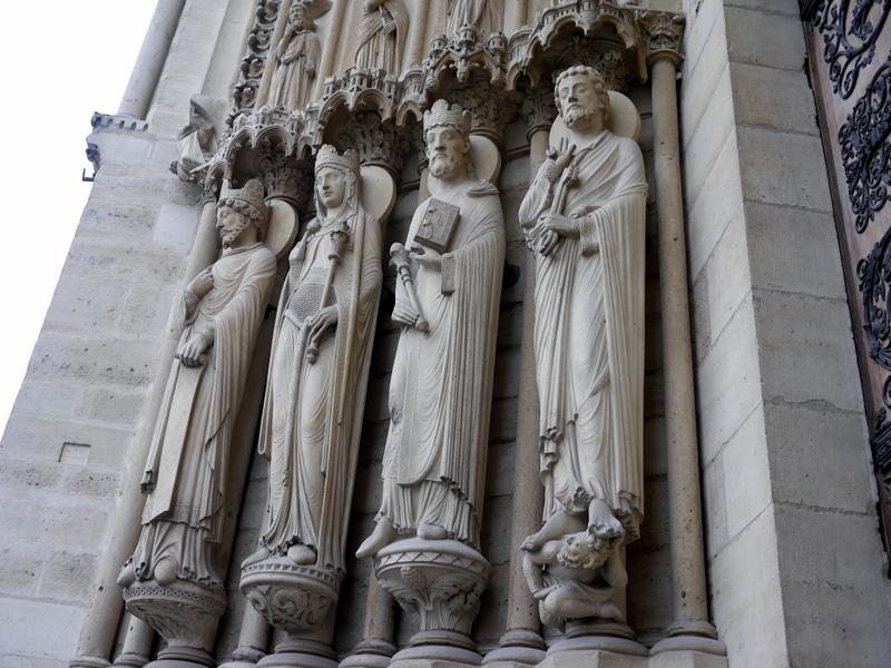 スリにあった 紛失した 安全なクレジットカードの持ち方  見とれていたノートルダム寺院の入口彫像 @Cathédrale Notre-Dame de Paris