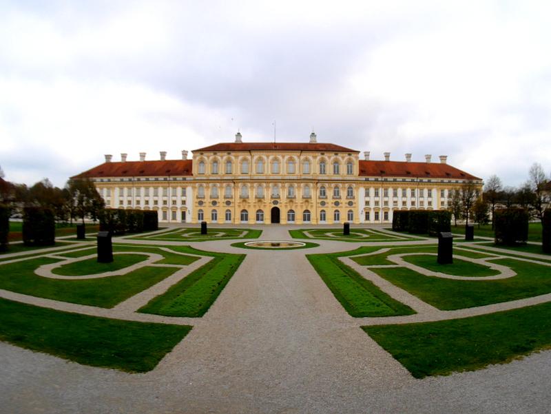 ミュンヘン 美術館 コンビチケット シュライスハイム城 バイエルン州立美術館 中庭とノイエス シュライスハイム城 @Schloss Schleißheim