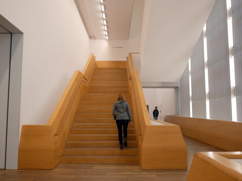 ミュンヘン 美術館 コンビチケット ブランドホルスト トゥオンブリー コレクションのある上階へのアプローチ @Museum Brandhorst