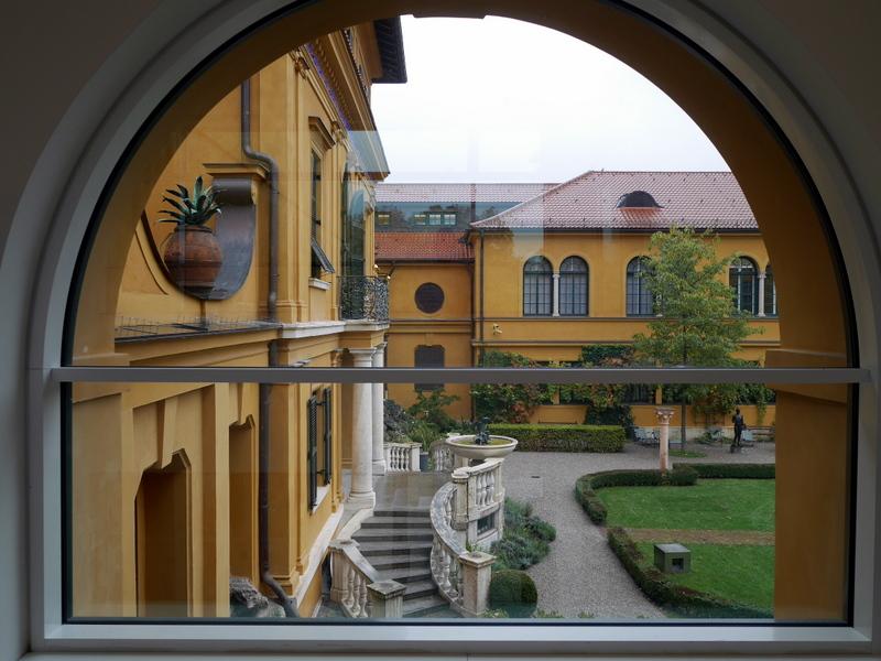 ミュンヘン 美術館 コンビチケット レンバッハハウス美術館 レンバッハハウス美術館の窓からの眺め @Lenbachhaus