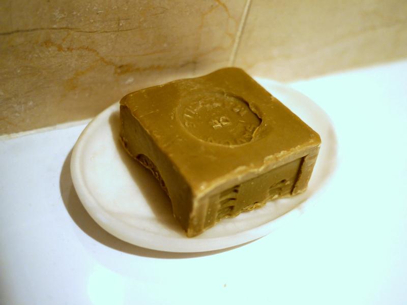 オリーブ石鹸 シリア ヨルダン 古代オリエント博物館 逗留先のバスルームにオリーブ石鹸を配置