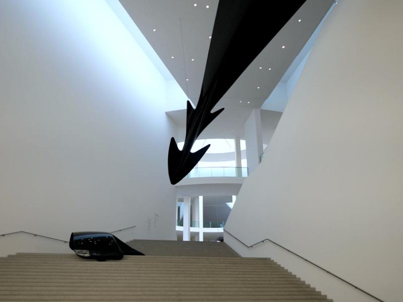 ミュンヘン 美術館  芸術の都でアートを堪能 アルテ ノイエ モデルネ ピナコテーク 地階への階段 @Pinakothek der Moderne