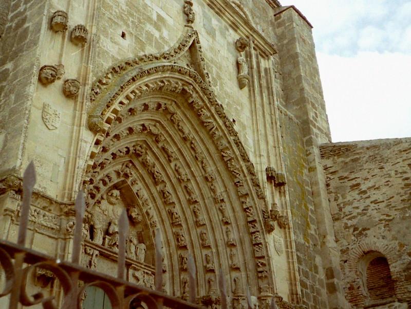 スペイン映画 ミツバチのささやき エル スール ビクトル エリセ  文化財に指定されている修道院のファサード @Monasterio de Nuestra Sra. de la Soterraña