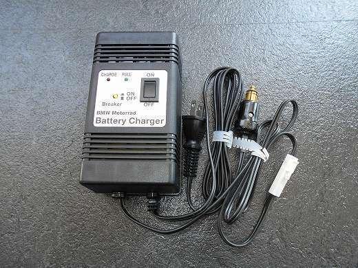 BMW R1150R のバッテリー交換方法 BMW純正 ヘラープラグ付バッテリー充電器