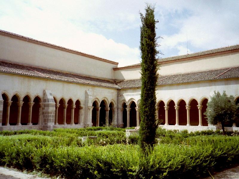 スペイン映画 ミツバチのささやき エル スール ビクトル エリセ  アーチの美しい修道院の回廊 @Monasterio de Nuestra Sra. de la Soterraña