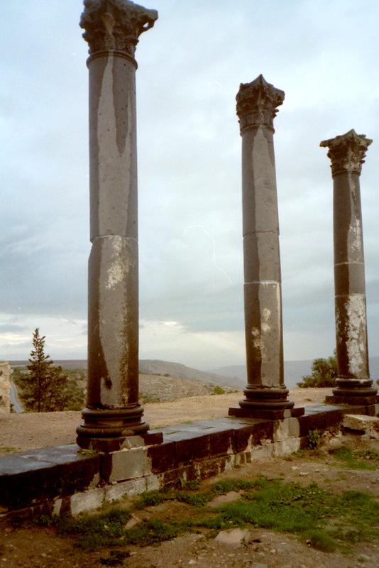 オリーブ石鹸 シリア ヨルダン 古代オリエント博物館 ウム・カイスの黒い柱 @Umm Qais