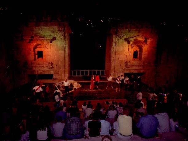 オリーブ石鹸 シリア ヨルダン 古代オリエント博物館 ジェラシュのローマ劇場で観劇 @Jerash