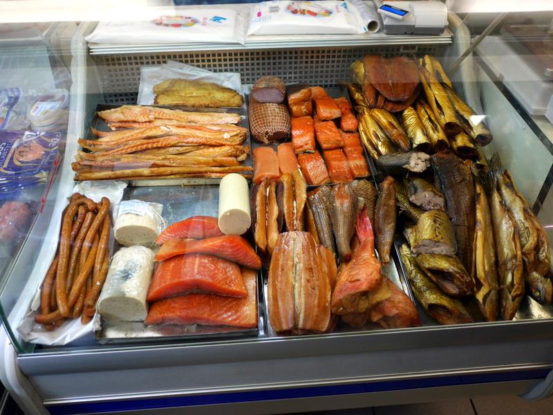 ポーランドではまった魚の燻製 @Hale Mirowskie w Warszawie、ワルシャワ
