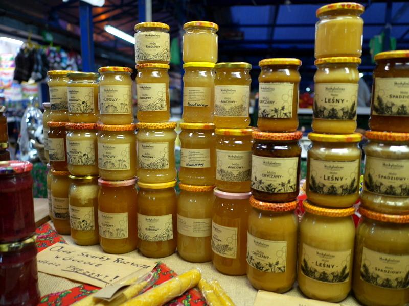 幾種類もある蜂蜜を味見しながら購入 @Plac Targowy Stary Kleparz クラクフ
