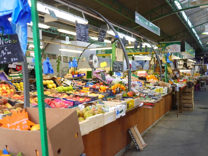屋根付なので買物も食事もゆっくりとれる @Marché des Enfants Rouges パリ