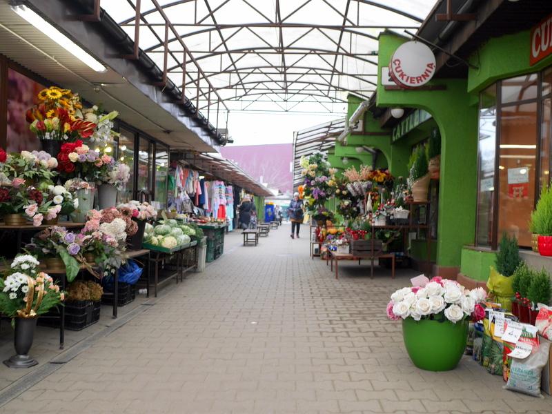 入口付近は定番の花屋 @Unitarg Hala Targowa クラクフ