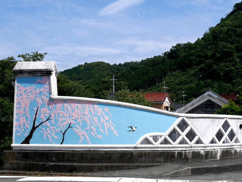 那賀川にかかる ときわ大橋の漆喰画 @松崎