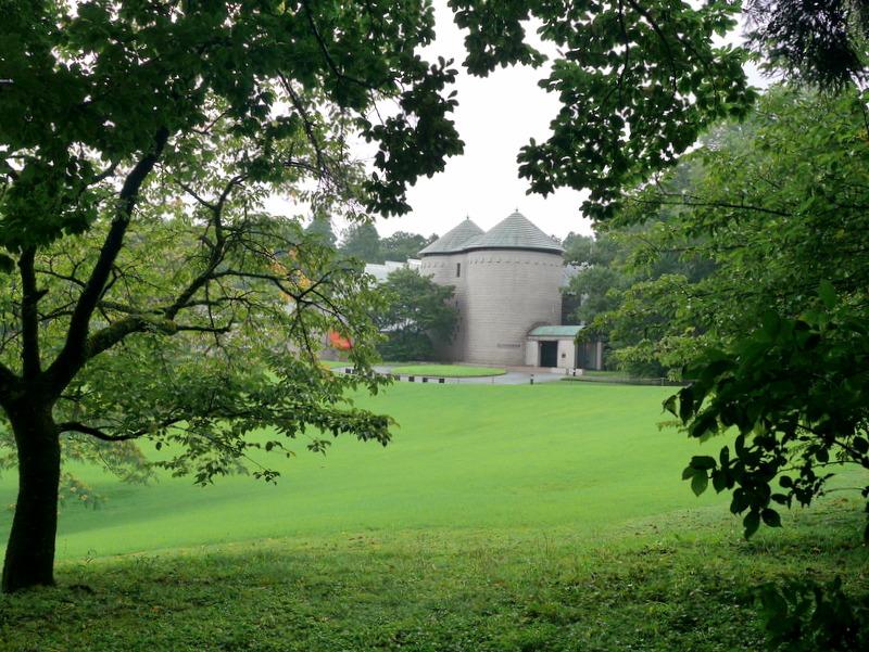 庭園側から美術館を臨む @DIC川村記念美術館