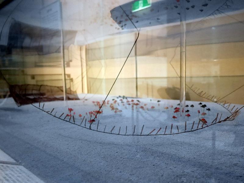 葛網の海底のブリ板の様子を表すジオラマ @渚の博物館