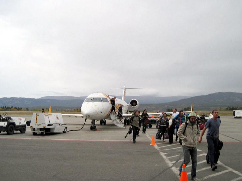 ホワイトホース国際空港に降り立つ @Erik Nielsen Whitehorse International Airport